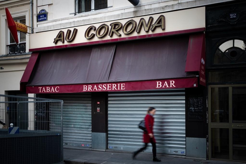 Párizs polgármestere elrendelte az élelmiszer- és italboltok este 10 órai zárását