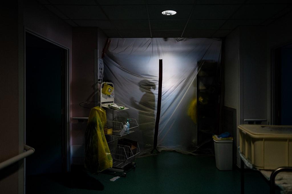 Franciaországban 40 ezer fölé emelkedett a koronavírus-fertőzés következtében elhunytak száma