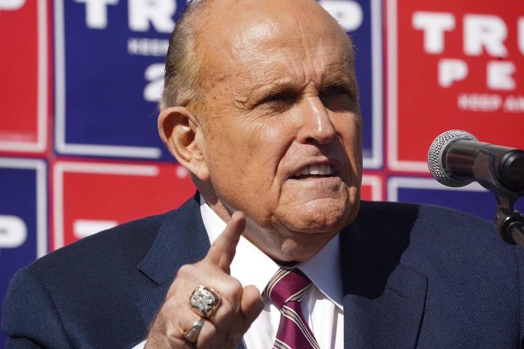 Rudy Giuliani feltette a kérdést: hány halott szavazhatott?