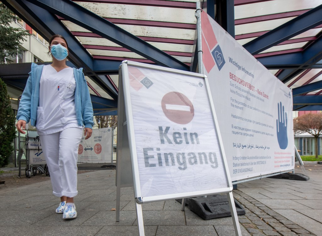 Az utóbbi 24 órában 23 648 ember szervezetében mutatták ki az új típusú koronavírust Németországban