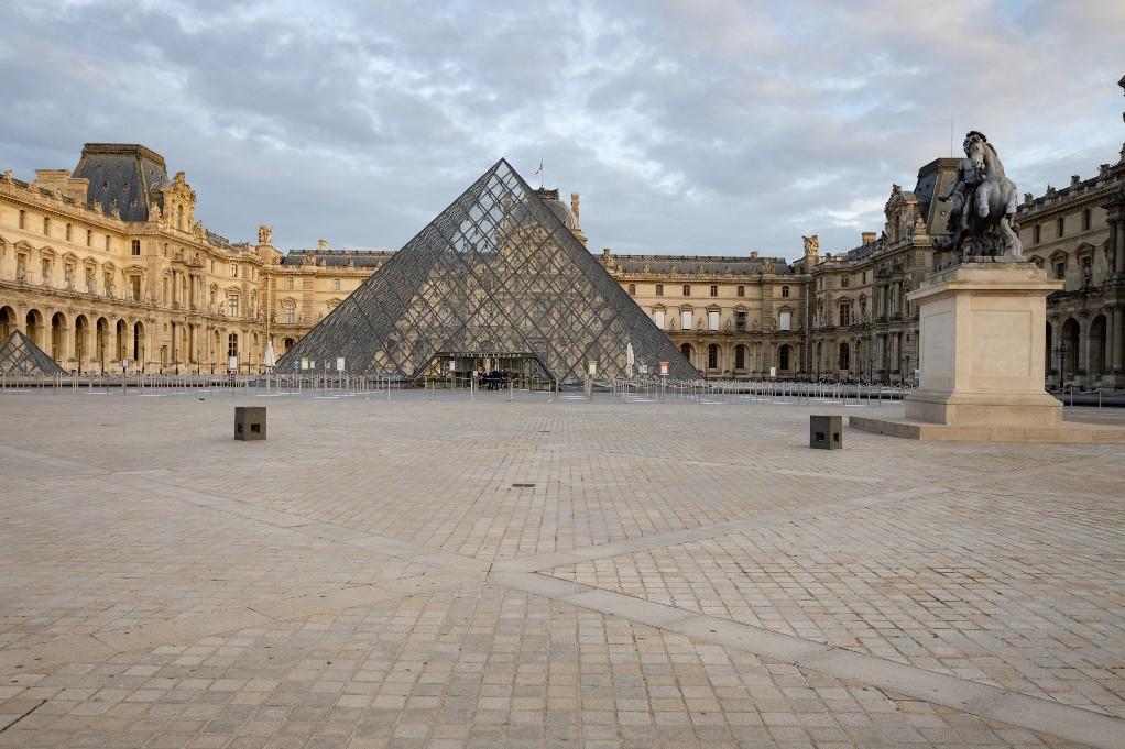 Párizs utcái teljesen kiürültek