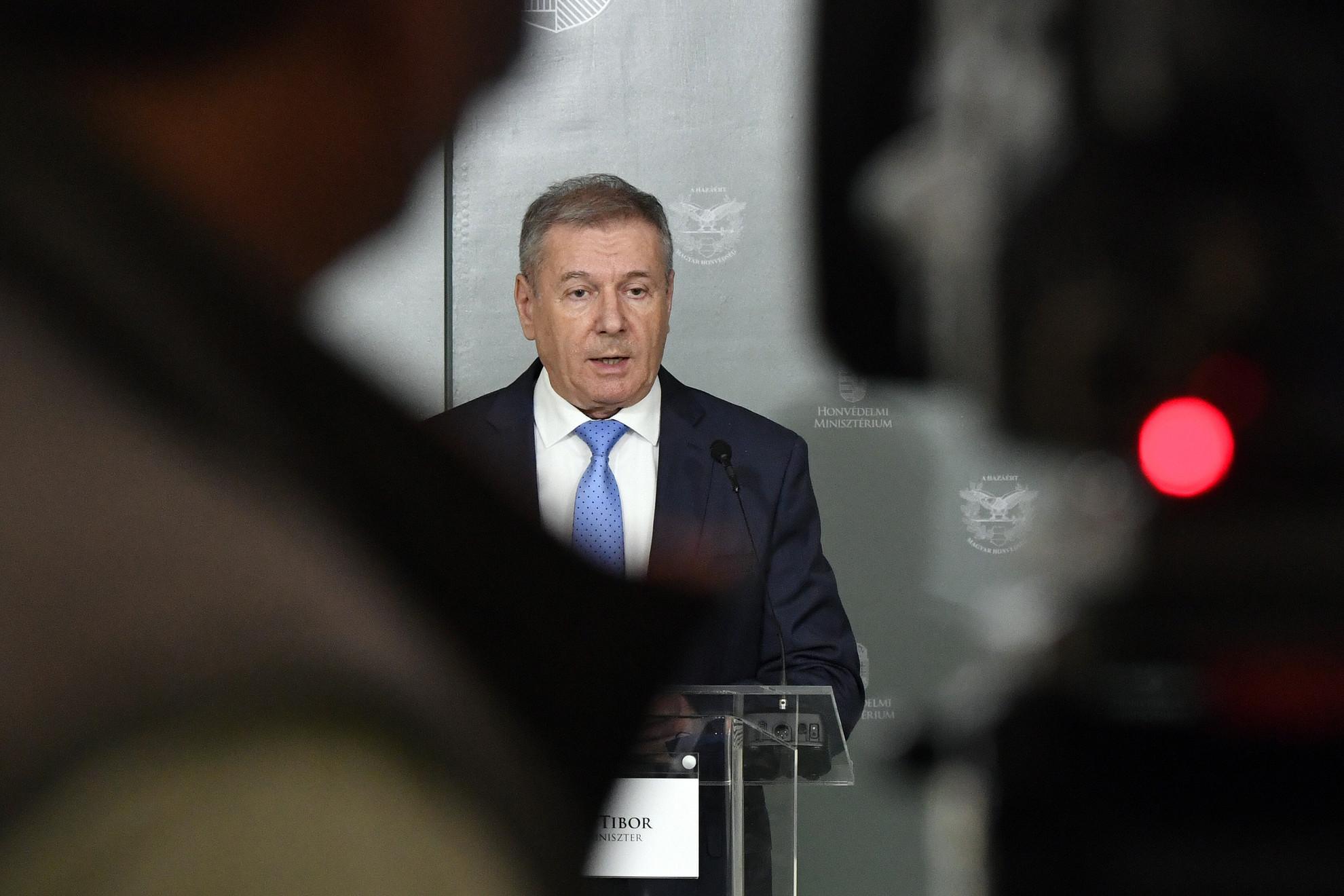 Benkő Tibor honvédelmi miniszter sajtótájékoztatót tart a Honvédelmi Minisztériumban 2020. november 2-án