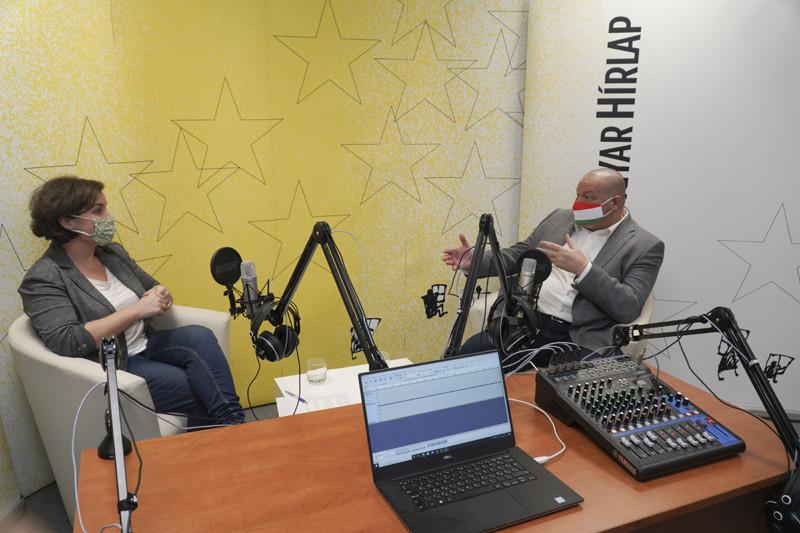 Lapunk főmunkatársa, Őry Mariann és Németh Szilárd államtitkár a Faktum adásának felvételén