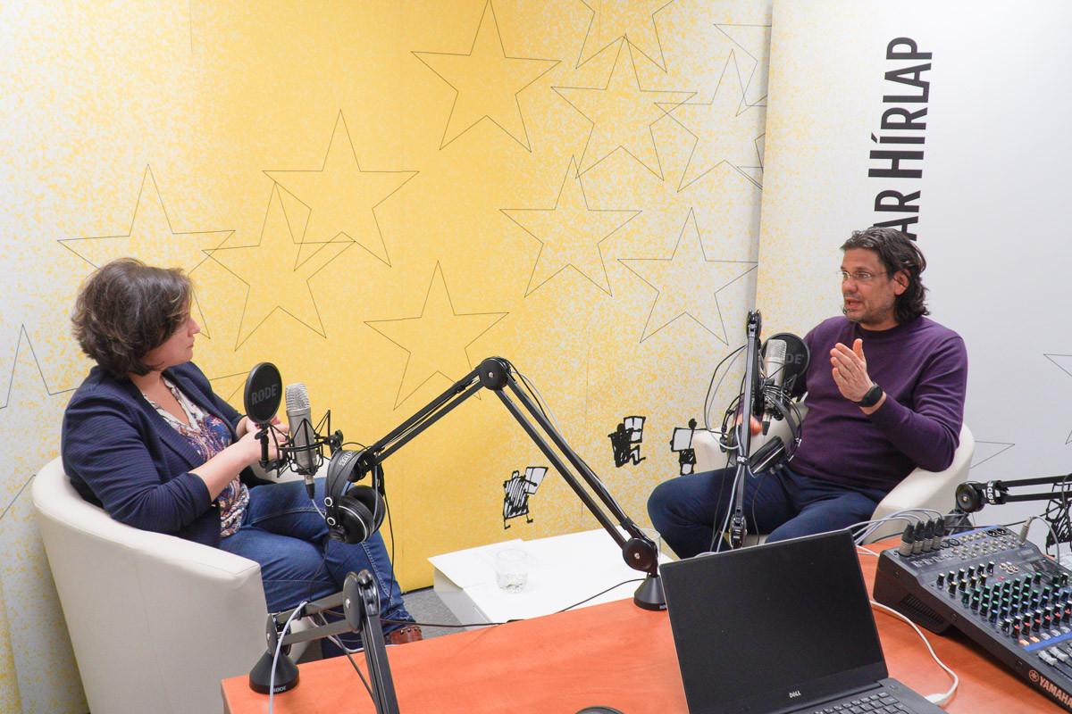 Lapunk főmunkatársa, Őry Mariann és Deutsch Tamás, a Fidesz-KDNP európai parlamenti delegációvezetője a Magyar Hírlap Faktum című podcastjának felvételén