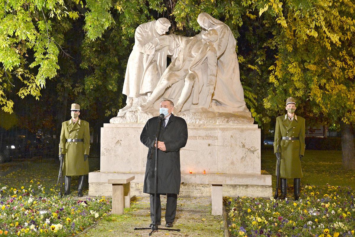 Lezsák Sándor, az Országgyűlés alelnöke emlékezett meg a hős katonaorvosokról