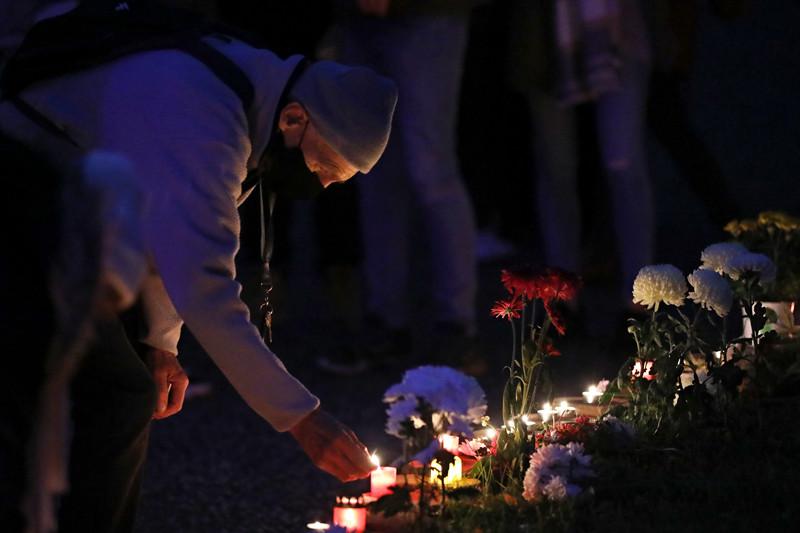 A halottak napja fokozatosan vált egyházi ünnepből az elhunytakról való megemlékezéssé