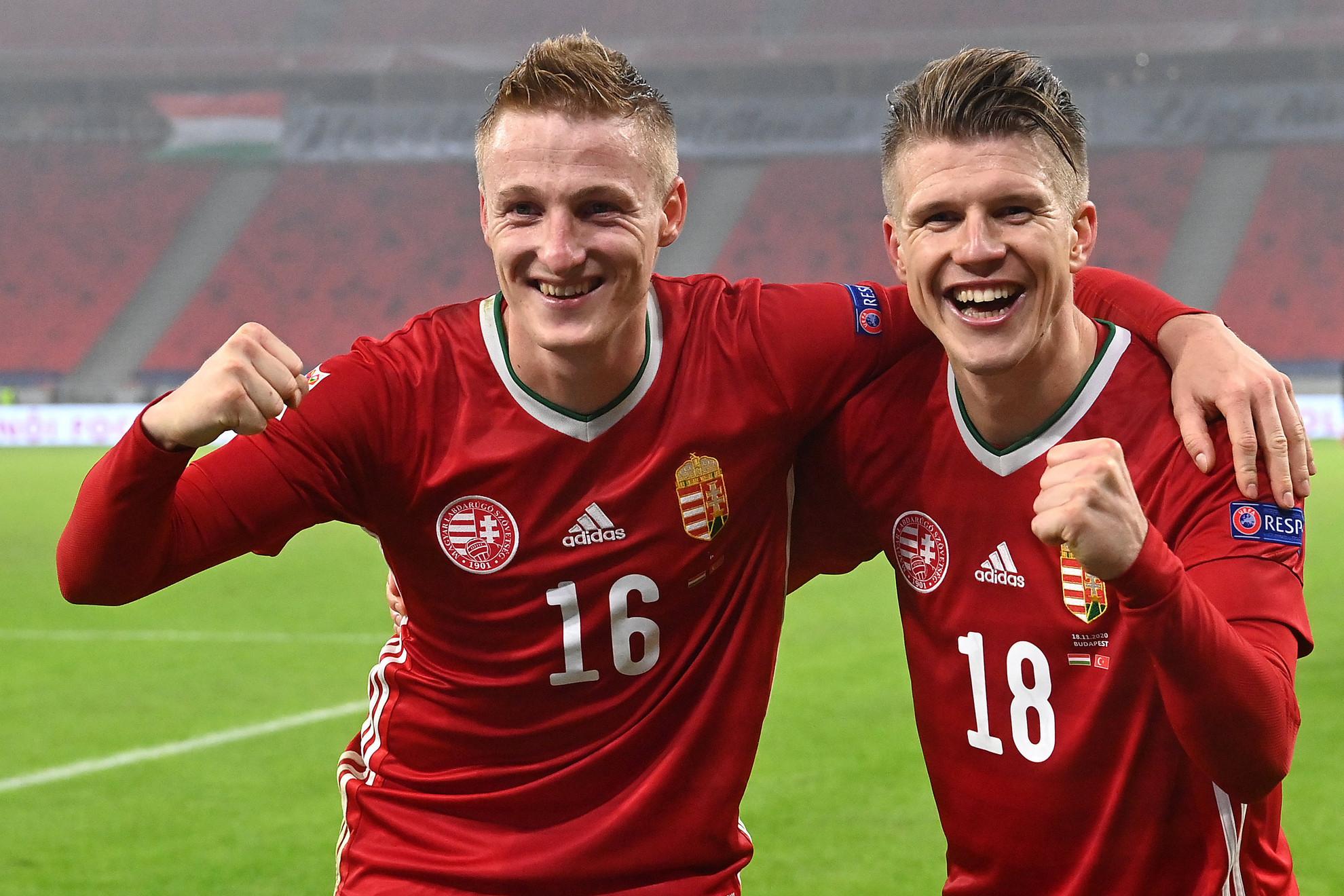 A válogatottban egyaránt első gólját szerző Varga Kevin (balra) és Sigér Dávid öröme a meccs után