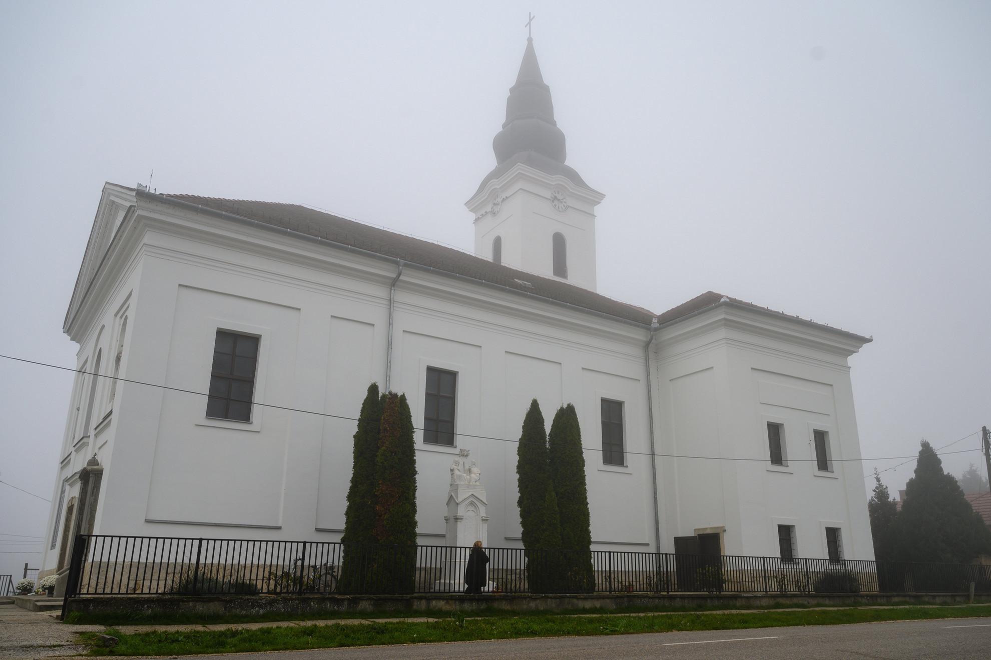A kormánytámogatással megújult pázmándi római katolikus templom