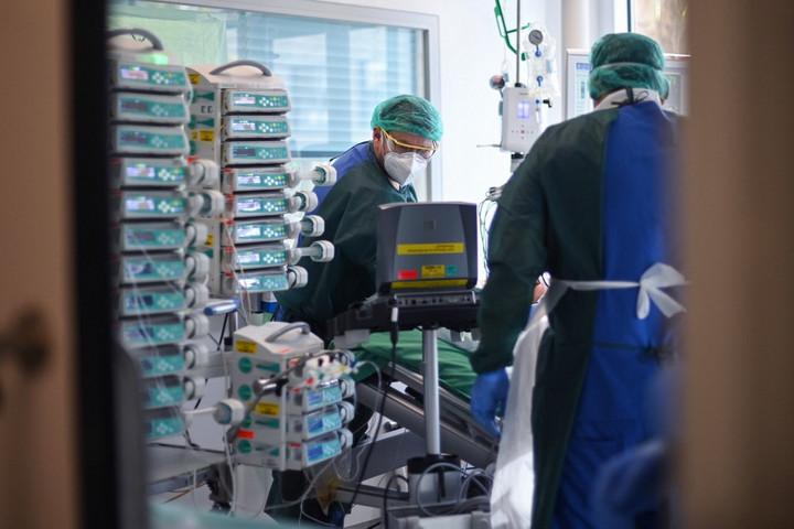 Elhunyt 189 beteg, 4045-tel nőtt a fertőzöttek száma hazánkban