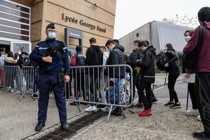 Fokozott terrorkészültség mellett nyitottak újra az iskolák Franciaországban