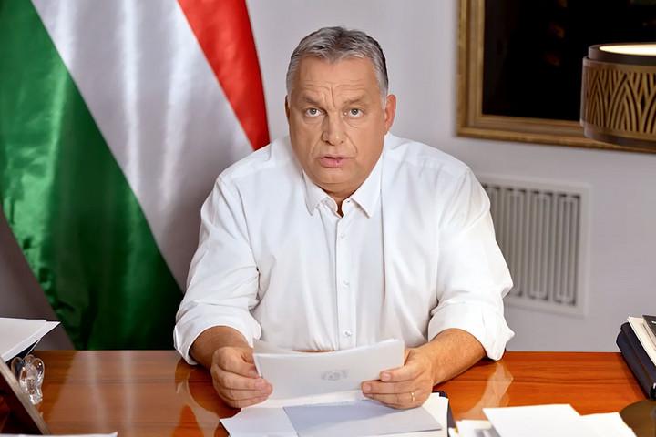 Orbán Viktor: Védett sávot kapnak az idősek az üzletekben