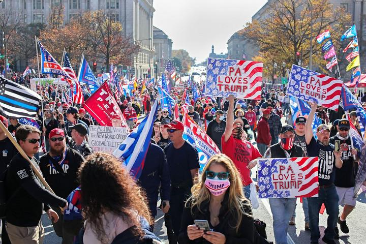 Az utcán folytatódik az amerikai küzdelem