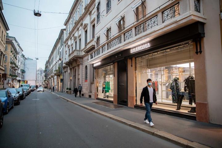 Milánó utcái majdnem teljesen üresek