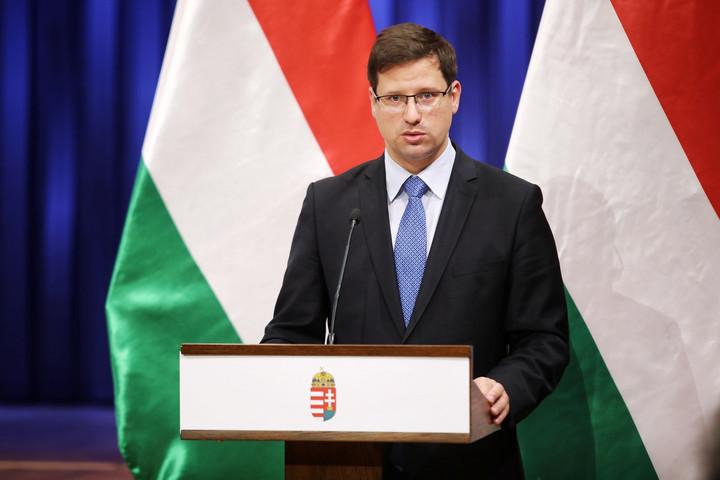 Gulyás: Magyarország nem hagyja zsarolni magát