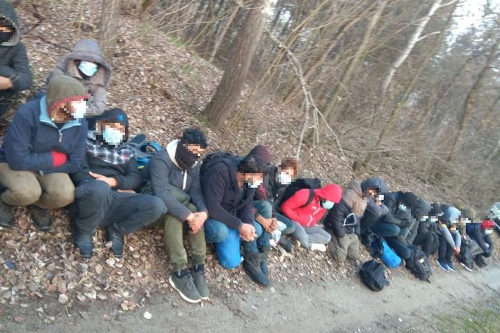 Négyszáznál is több határsértővel szemben intézkedtek a hétvégén