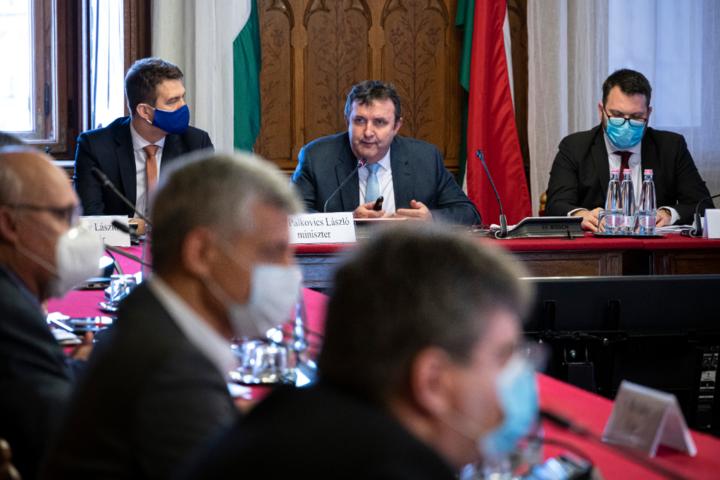 Palkovics: Sikeresek a Gazdaságvédelmi akcióterv programjai