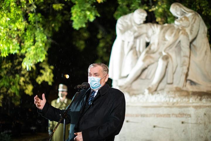 Katonai tiszteletadás mellett emlékeztek a hős katonaorvosokra Budapesten