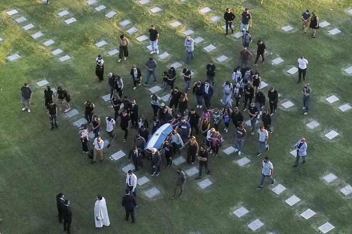 Szűk családi körben temették el Maradonát
