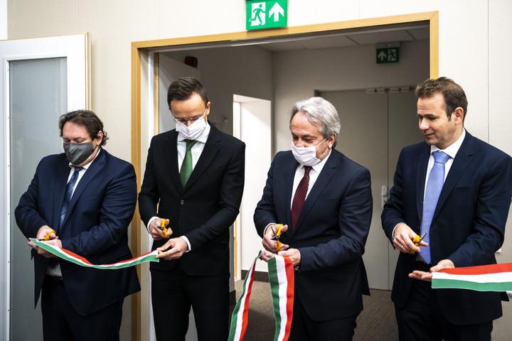 Fél éven belül két új központtal bővült a magyar hírszerzés