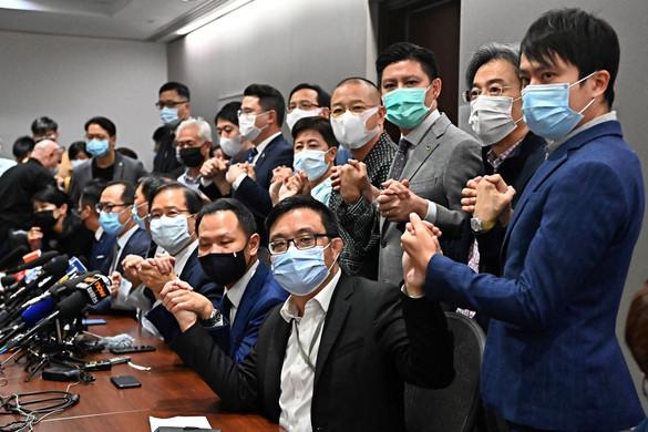 Kiszorítja Kína az ellenzéket Hongkongból