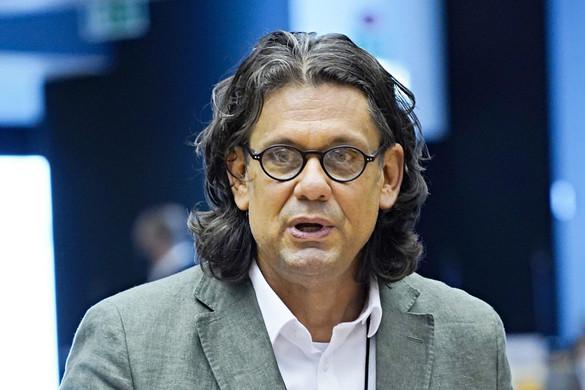 Deutsch: A kizárási kezdeményezés kimeríti a politikai családon belüli erőszak fogalmát