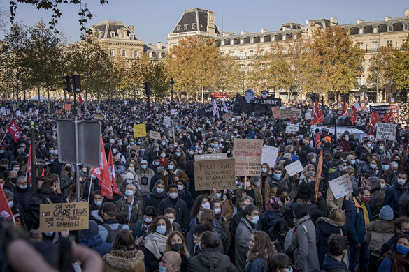 Ismét tüntetők mögül támadott az antifa
