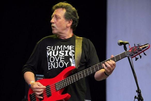 Elhunyt az Omega basszusgitárosa, Mihály Tamás