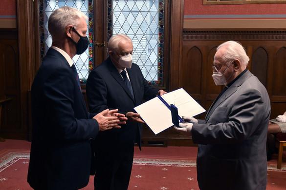Fraknói Vilmos-díjat kapott Szabó Ferenc jezsuita szerzetes