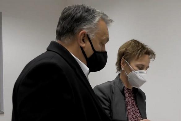 Orbán: Teljes fegyverzetben védekezünk a vírus és a járvány ellen