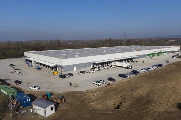 A Magyar Posta eddigi legnagyobb logisztikai üzeme épült meg Fóton