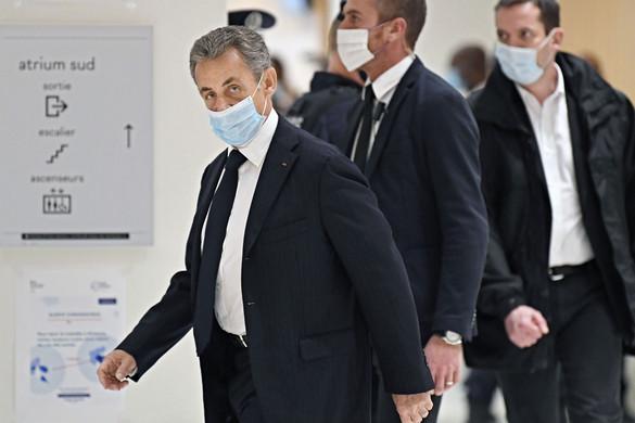 Halasztják Sarkozy korrupciós perének tárgyalását