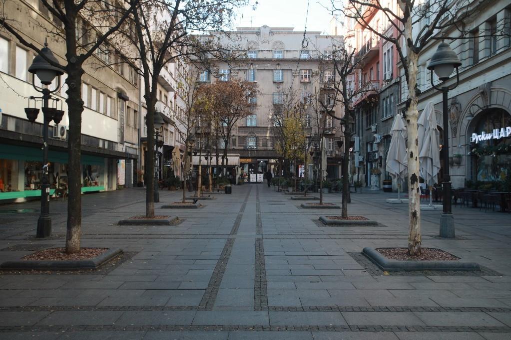 Szinte teljesen kiürültek Belgrád utcái