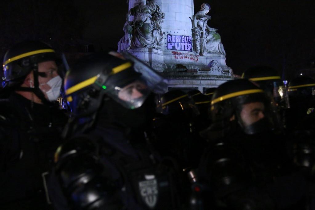 Több ezren tüntettek az egymást követő harmadik szombaton Párizsban