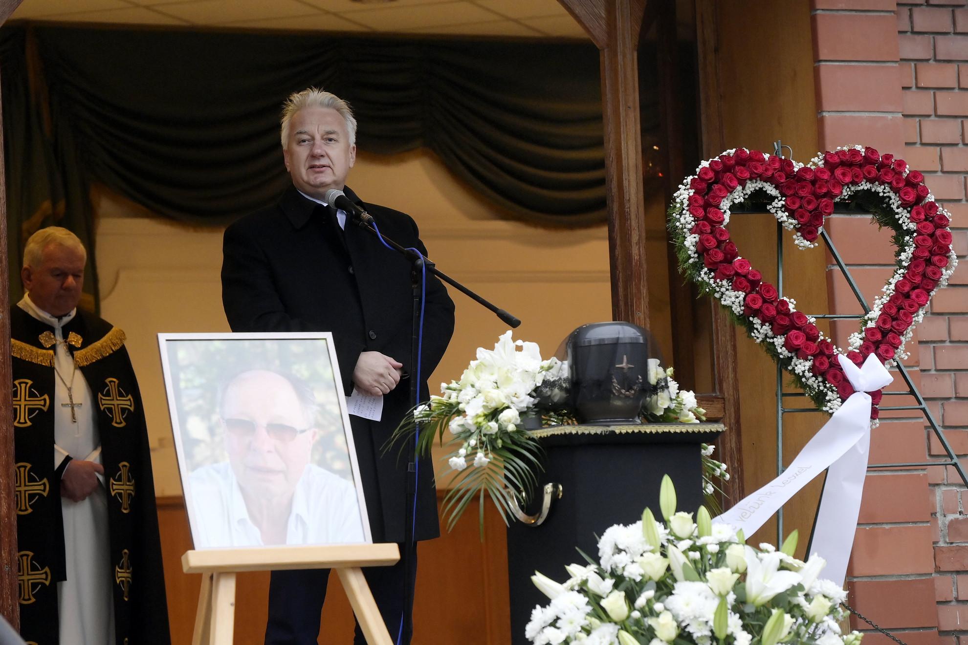 Semjén Zsolt miniszterelnök-helyettes az életének 70. évében elhunyt Balázs Fecó Kossuth- és Liszt Ferenc-díjas rockzenész, billentyűs, énekes, zeneszerző búcsúztatásán