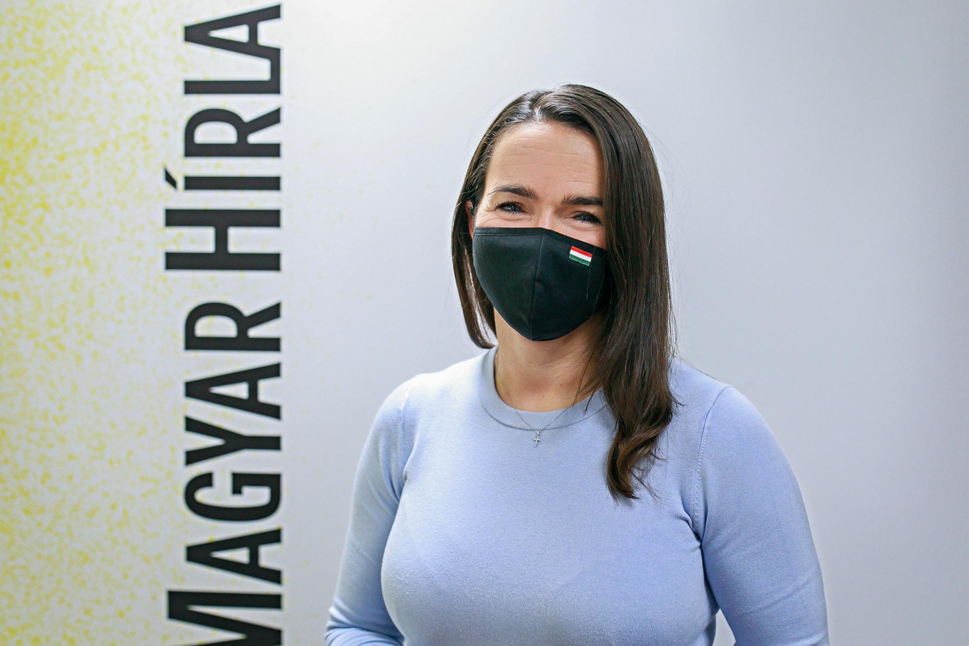 Novák Katalin a Magyar Hírlap Faktum című podcastjának felvételén