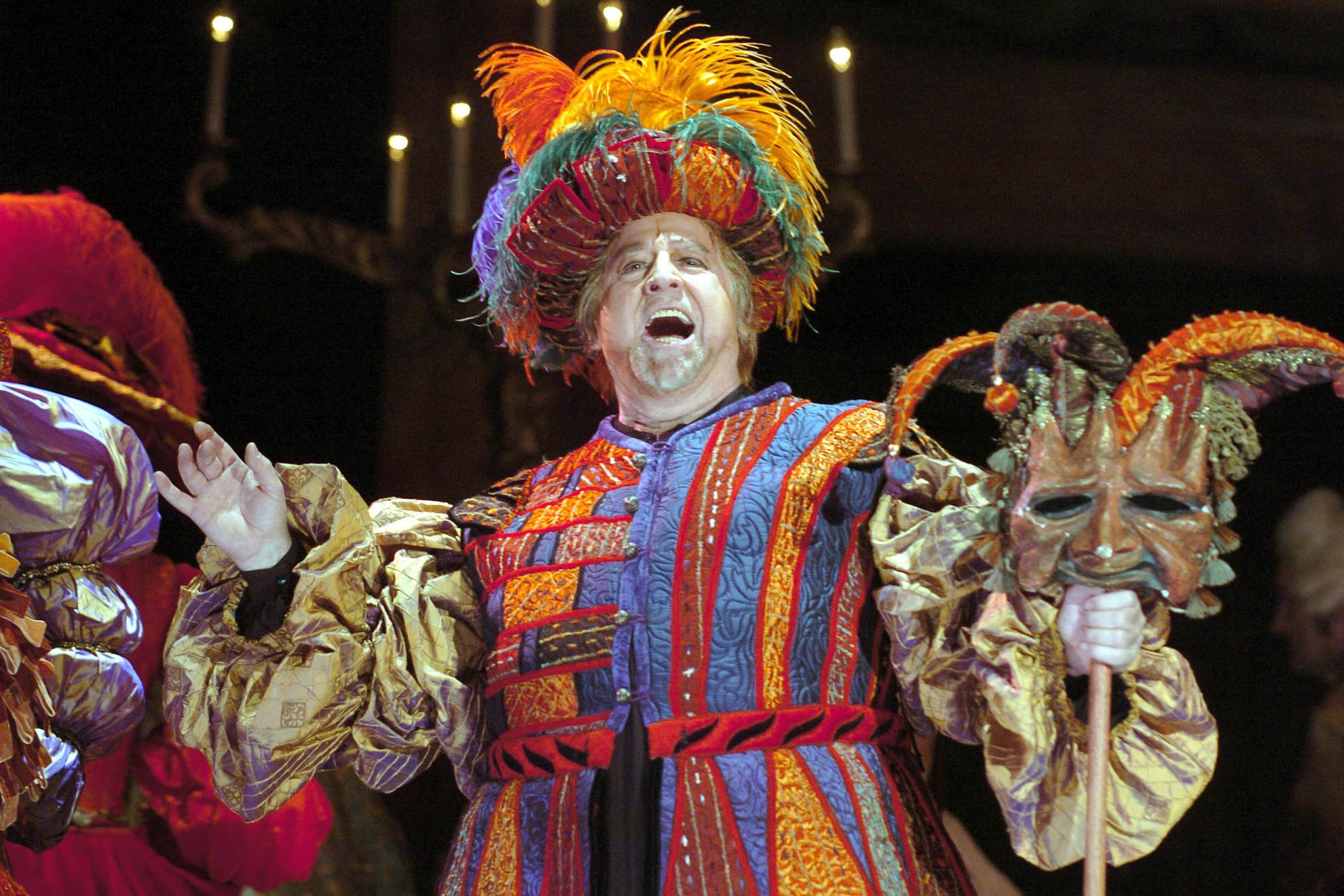 Sólyom-Nagy Sándor Rigoletto szerepében Giuseppe Verdi Rigoletto című operájában, az Erkel Színházban, Szinetár Miklós rendezésében Budapesten, 2005. március 25-én
