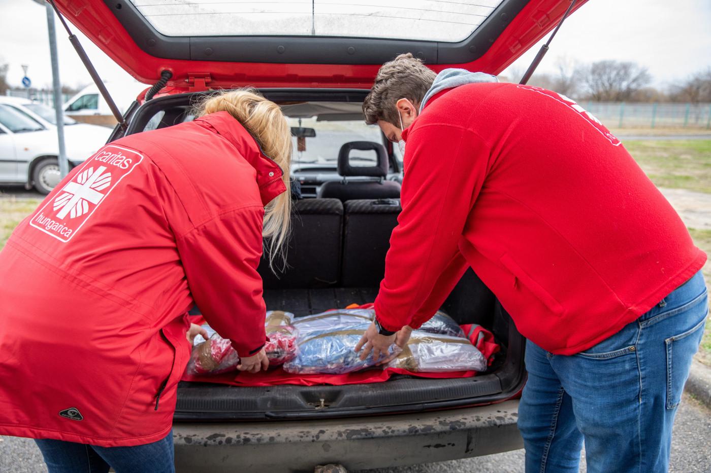 A pénzügyőrök egy észak-macedón teherautó ellenőrzésekor a motortérben és a csomagok között megközelítőleg 3500 szövetmaszkot találtak