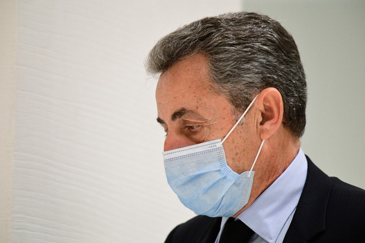 Két év letöltendőt és két év felfüggesztettet kért az ügyész Nicolas Sarkozyre