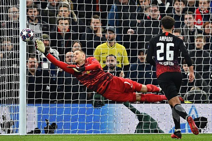 A Bundesliga legjobb kapusa Gulácsi Péter