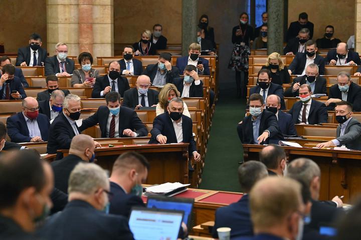 Elfogadták az alaptörvény módosításait