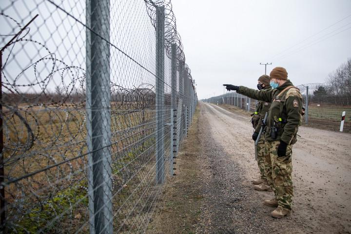 Házakba törnek be, eltüzelik a bútorokat a migránsok a szerbiai magyar településeken
