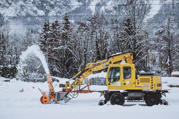 Káoszt okozott a rekordmértékű havazás Ausztriában