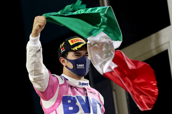 Sergio Pérez a Red Bull-ban folytatja