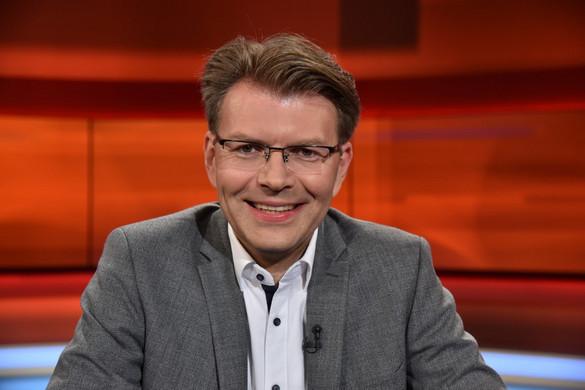 Kronen Zeitung: A Néppárt letérdelt Orbán előtt