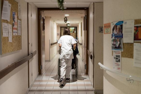 Megkezdődtek az egészségügyi evakuálások a párizsi régióból