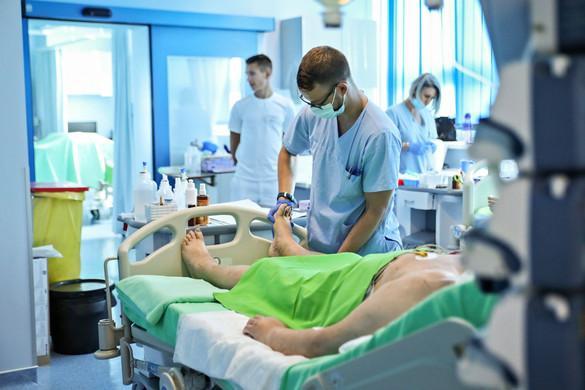 104 500 ember, az egészségügyi dolgozók több mint 95 százaléka aláírta az új szerződését