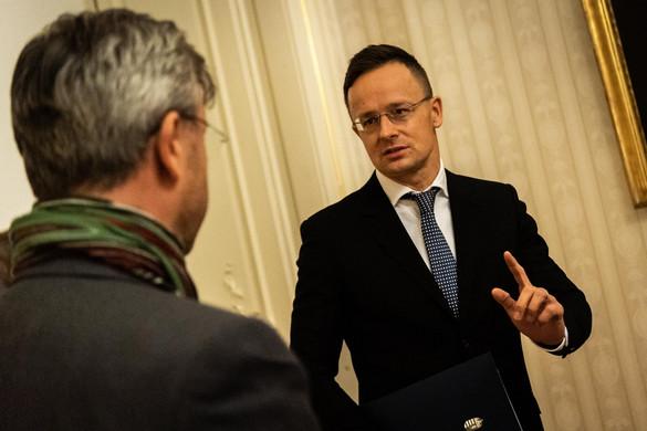 Szijjártó: Erősebben kell fellépni a migrációpárti politikával szemben