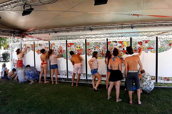 Közösségi festmény a közmédia jótékonysági aukcióján