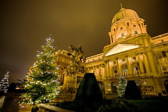 Ünnepi fényekbe öltözött Budapest