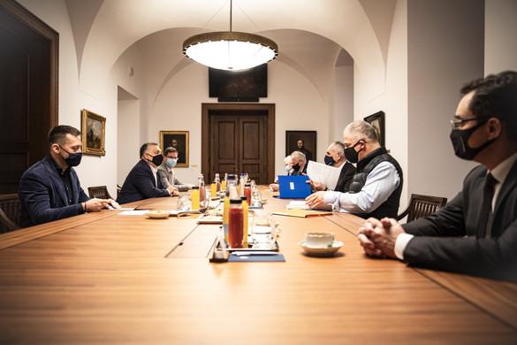 A megyei jogú városok képviselőivel tárgyalt Orbán Viktor